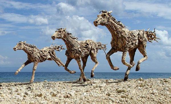 Esculturas feitas com tronco de arvore (3)